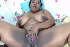 Colombiana Plus-size toying on web cam..