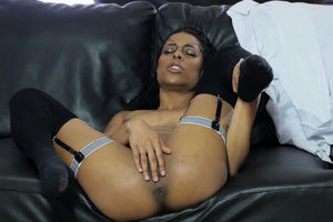 Trendy Dark-hued Honey Kira Noir  Solo..